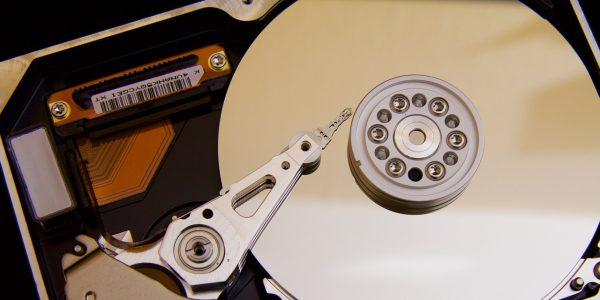 Todos tenemos la necesidad de mantener la gran cantidad de datos que poseemos en almacenamiento externo