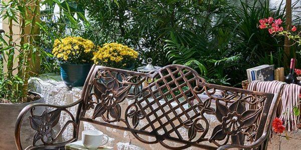 Un rato de lectura al exterior en estos bancos de terraza que te presentamos bastará para relajarte