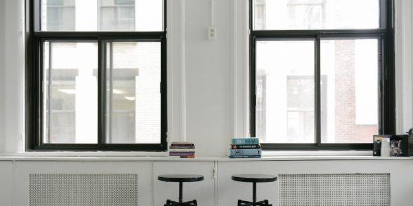 Personaliza el espacio de trabajo con los taburetes de trabajo que hemos seleccionado para ti