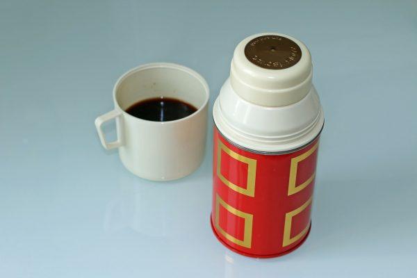 Le mejor proposición para mantener caliente tu bebida favorita son estos termos de café