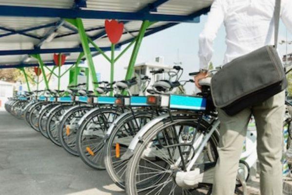 aparcar la bicicleta eléctrica
