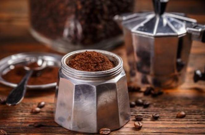 preparar café con una cafetera italiana