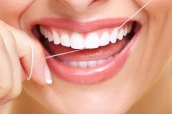 uso de hilo dental