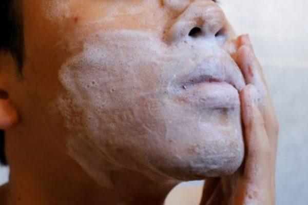 Mejores limpiadores faciales para hombre 2021