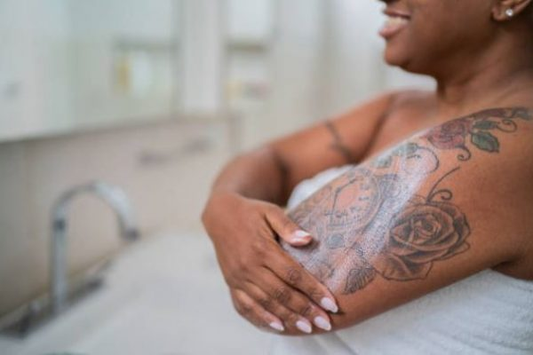 crema hidratante usar sobre los tatuajes?
